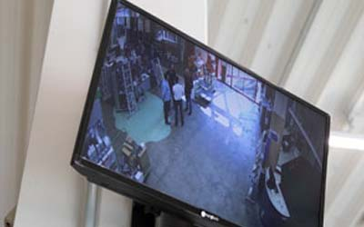 Abschreckungsmonitor im Eingangsbereich