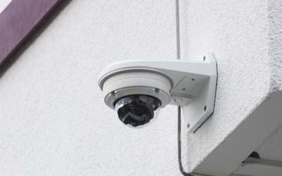 eneo IP-Kameras sichern diese Schule